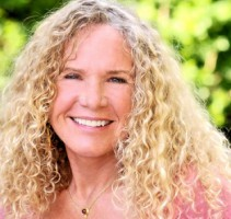 7 Christy Walton - CekAja.com