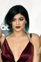 "THE 2014 AMERICAN MUSIC AWARDS(r) - ""The 2014 American Music Awards"" broadcasts live from the NOKIA Theatre L.A. LIVE, SUNDAY, NOVEMBER 23 (8:00-11:00 p.m. ET/PT), on ABC. (Image Group LA/ABC) KENDALL JENNER, KYLIE JENNER, KHLOE KARDASHIAN"