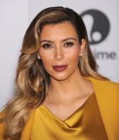 Kim Kardashian - CekAja.com