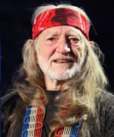 Willie_Nelson_at_Farm_Aid_2009_-_Cropped