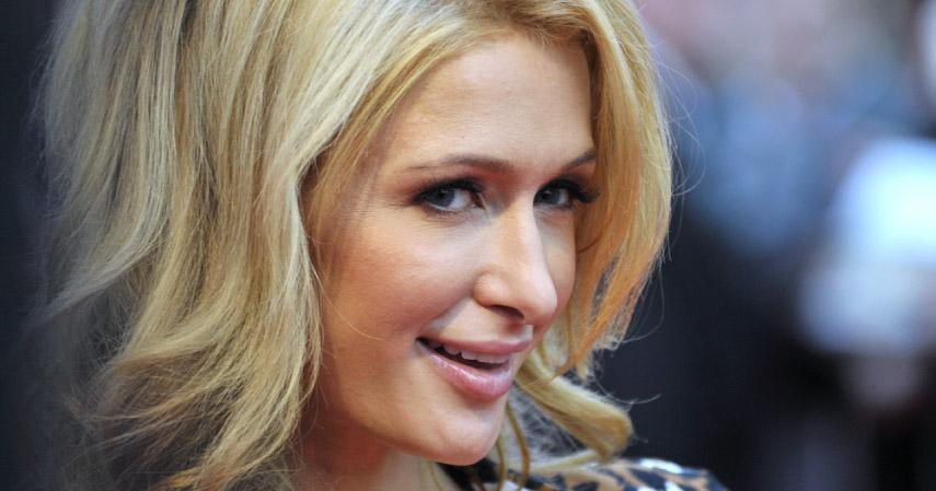 Paris Hilton_kartu kredit - CekAja.com