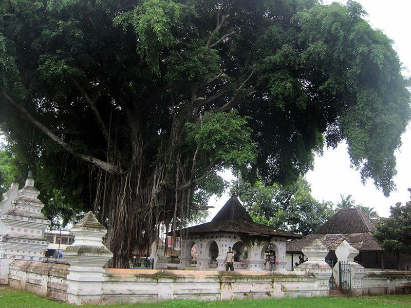 800px-Keraton_Kanoman_Cirebon