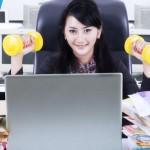 4 Gerakan yang Bikin Langsing Ini Bisa Kamu Lakukan di Kantor